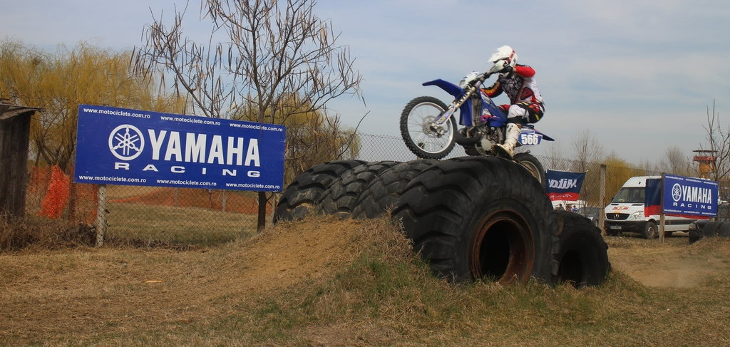 Yamaha yz250f 2015 compara ie ntre doua motociclete for Yamaha dealers in louisiana