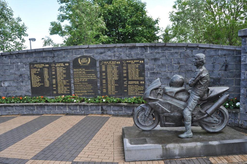 Monument închinat lui Joey Dunlop