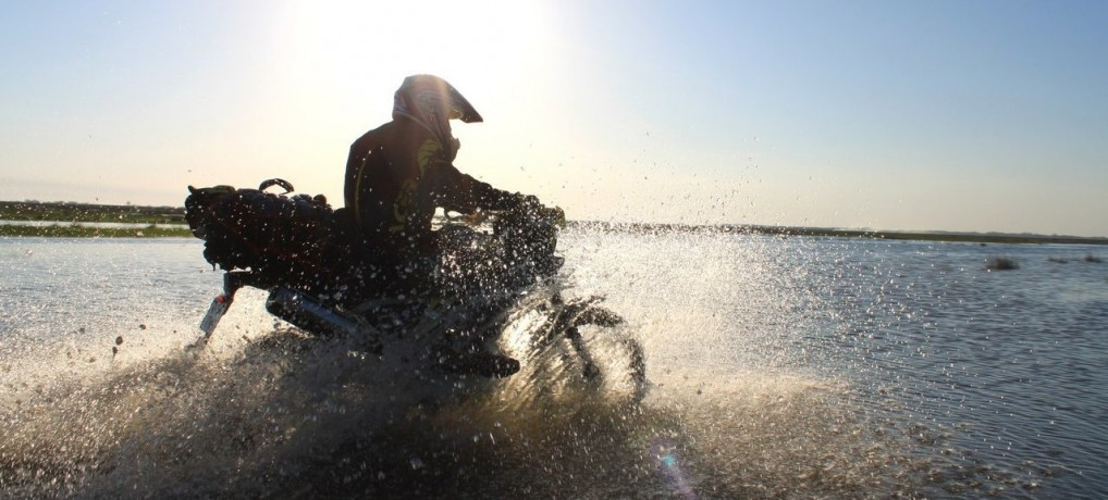 Delta Dunării văzută din şaua motocicletei – articol publicat în revista Playboy – iunie 2015