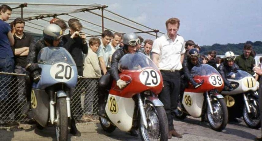 NU MERGEŢI FĂRĂ CASCĂ ! – au trecut 46 ani de la accidentul lui Bill Ivy de pe circuitul Sachsenring