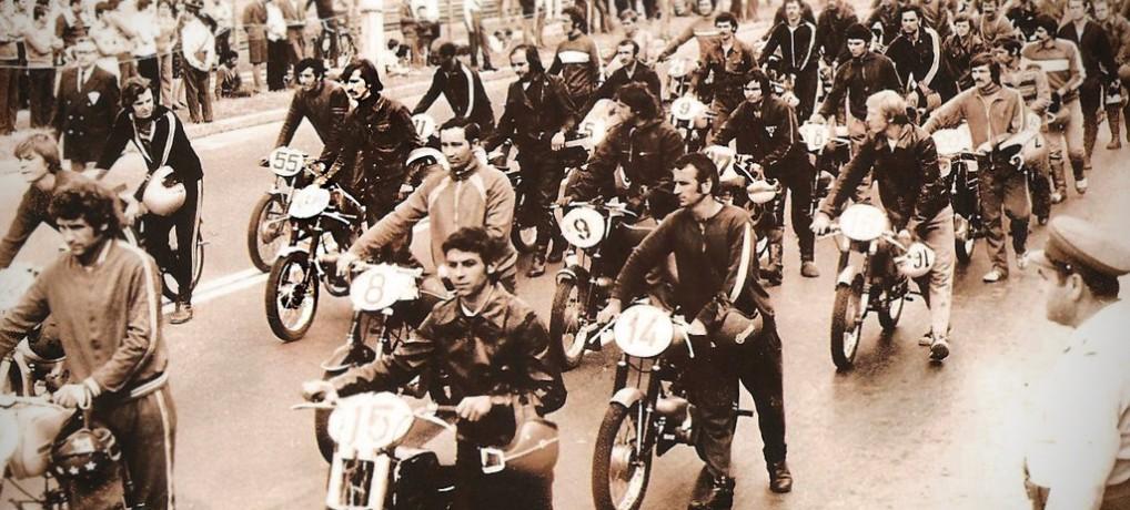 Curse de moto – obiceiuri dispărute – turul de recunoaştere şi salutul sportiv