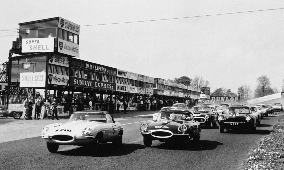Cursă monomarcă Jaguar E-Type pe Oulton Park în 1961