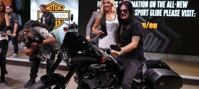 Harley-Davidson a lansat modelul Sport Glide, prezentat de Gilby Clarke, chitaristul de la Guns N' Roses