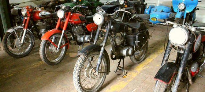 Motociclete cu ataș vechi și suflete mari, totul la Chișinău