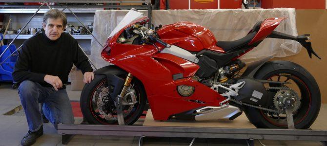 Panigale V4 S a ajuns la magazinul Ducati din București – prezentare și unboxing