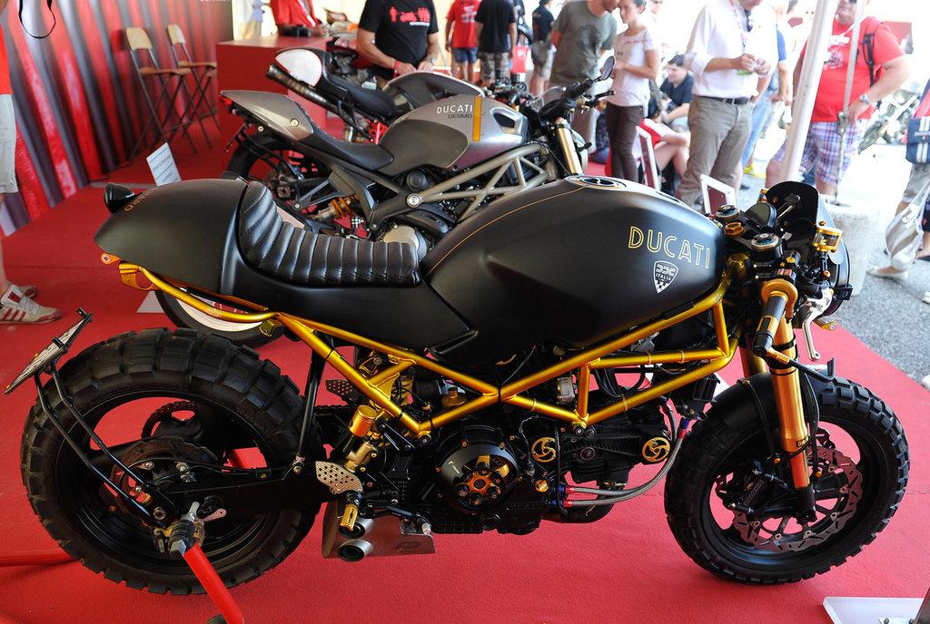 Ducati Monster 25 ani