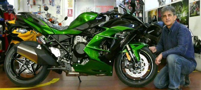 Kawasaki Ninja H2 SX SE, cel mai puternic motor din gama Sport-Touring – pregătire de livrare (Unboxing)