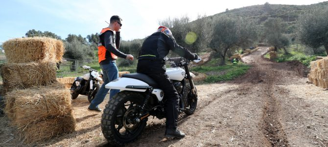 Scramble – proba de urcare în coastă cu motociclete Harley-Davidson modificate