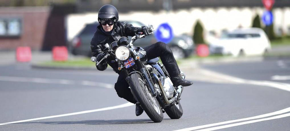 Triumph Thruxton 900 – test şi prezentarea motocicletei – articol publicat în revista Auto Motor şi Sport – mai 2015