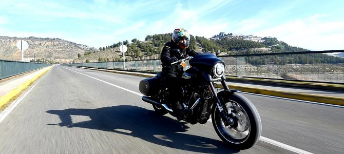 Harley-Davidson Sport Glide – nici tourer, nici cruiser